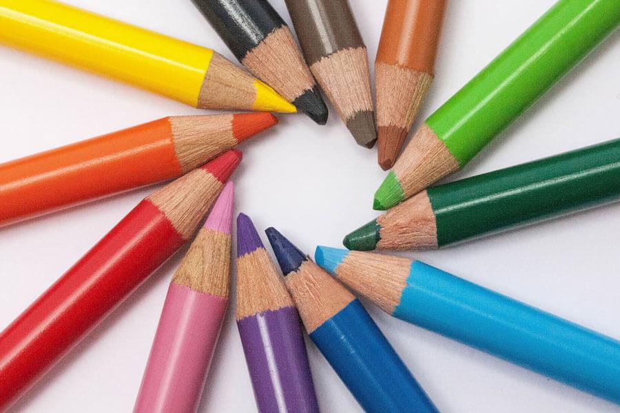 カラフルな色鉛筆の写真